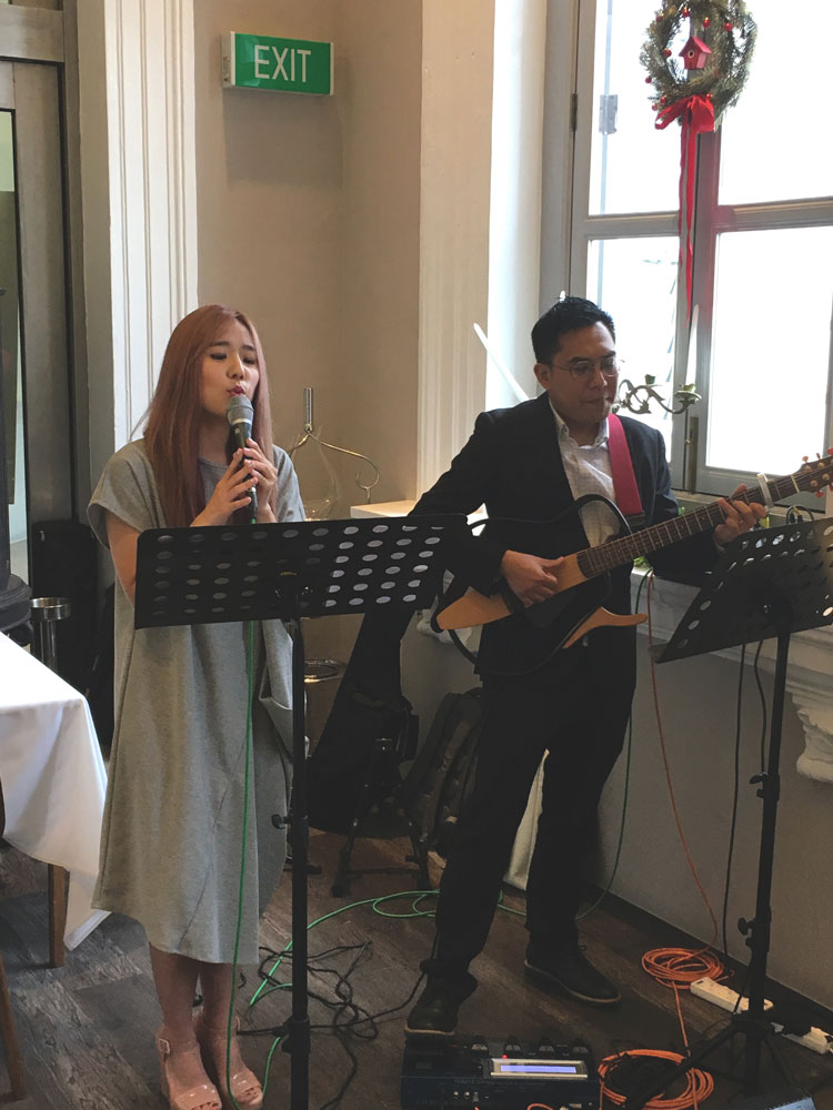 Flutes Wedding MC/Emcee Live Band