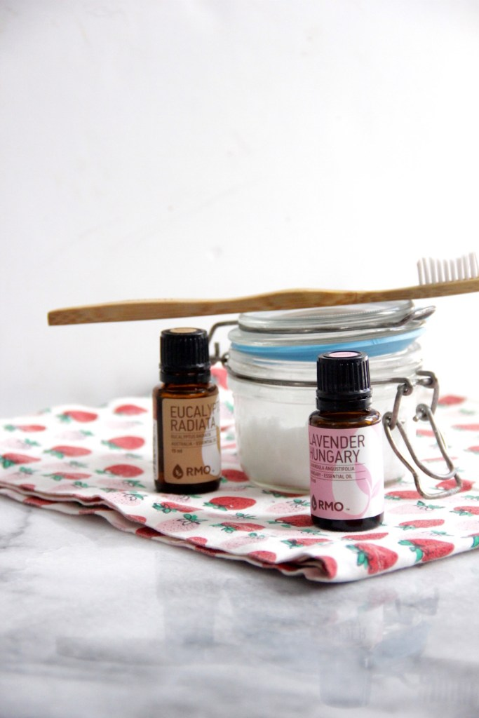 A simple recipe to make a diy toothpaste at home.