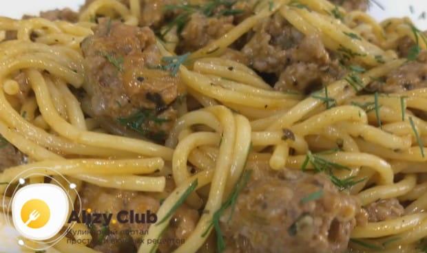 Бұл сіз ең қарапайым нұсқалардың бірі, өйткені сіз тепе-өңі бар спагеттиді пісіре аласыз.