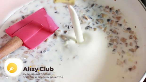 Үнемі қыздырғышты үнемі араластыра отырып, орташа отта кішкене сүтті құйылған борклекс