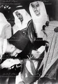 حسن البنا يقبل يد ملك السعودية عبد العزيز آل سعود