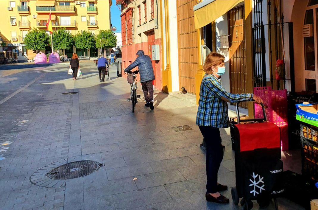 Una mañana en Gines junto a la plaza de España.