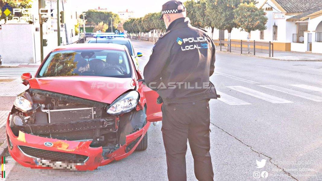 La Policía interviene en el siniestro. Foto: Policía Local Castilleja de la Cuesta.