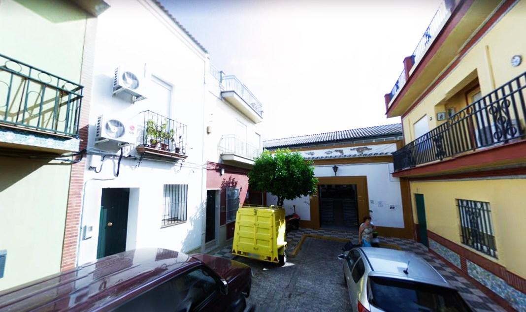 Entrada de la Plaza Abastos por la calle Colón de Bormujos.