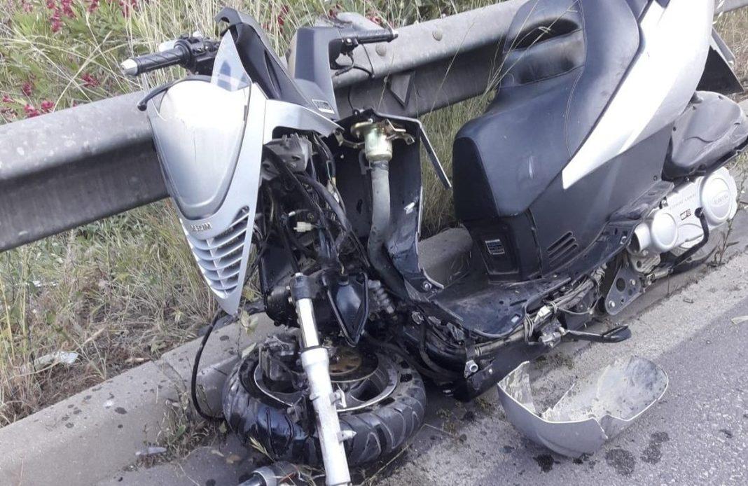 Moto accidentada en la Cuesta de Cross. Foto Policía Local de San Juan .