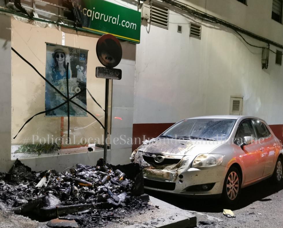 Imagen del contendor de vidrio calcinado y los desperfectos de alrededor. Imagen de la Policía Local de San Juan.
