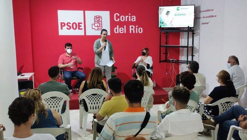 Irene Moreno, secretaria general de las JSA de Coria del Río en un acto.