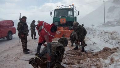 Photo of الجيش يتدخل لفك العزلة عن المناطق التي شهدت تساقطا للثلوج