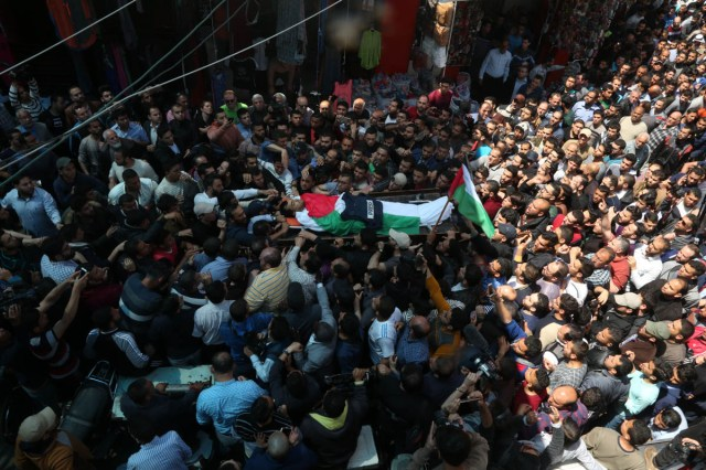 Mourners, including fellow journalists, carry the body of Palestinian journalist Yasser Murtaja during his funeral in Gaza City. He died from his wounds after being shot by Israeli snipers. In six months, two journalists were killed and 100 injured. [Mohammed Zaanoun/Active Stills/Al Jazeera]