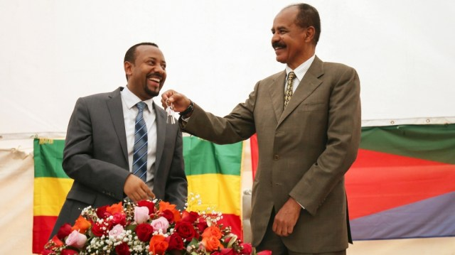 Eritrea's President Isaias Afwerki receives a key from Ethiopia's Prime Minister Abiy Ahmed