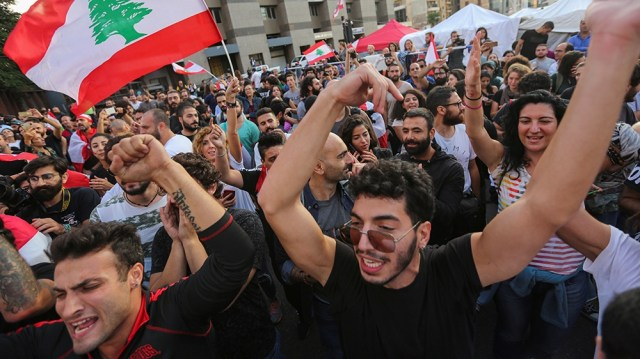 Protestors celebrate after Lebanon's Prime Minister Saad al-Hariri announced his resignation in Beirut, Lebanon October 29, 2019. REUTERS/Aziz Taher
