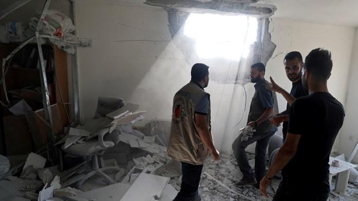 Palestinians inspect a damaged building in Gaza City November 12, 2019. REUTERS/Mohammed Salem