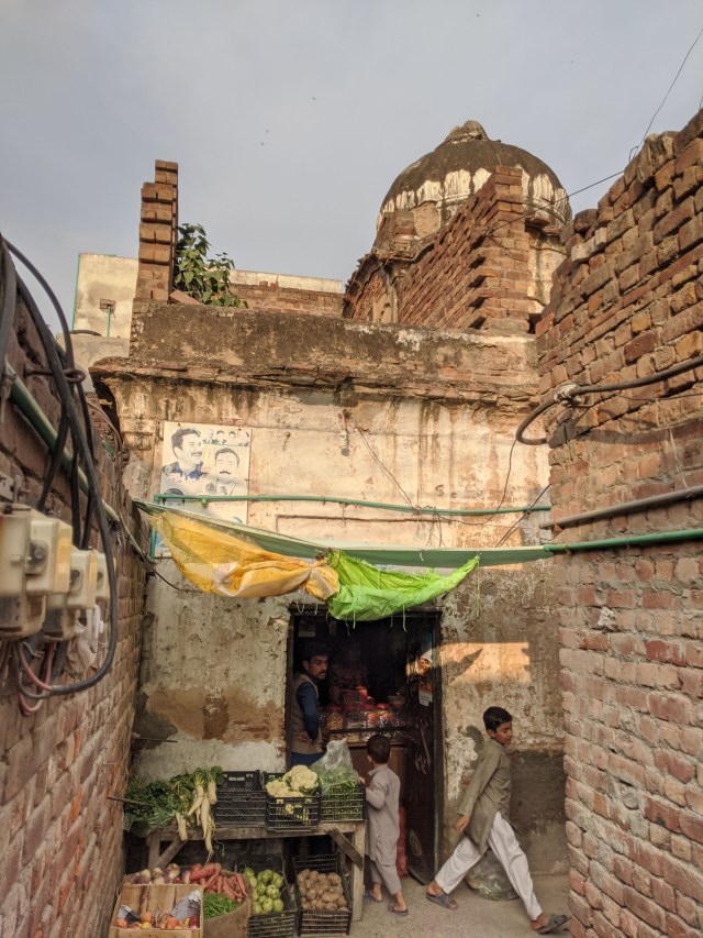 ONLY FOR FEATURE Babri Masjid by Haroon Khalid. All photographs are by Sameer Shafi Warraich