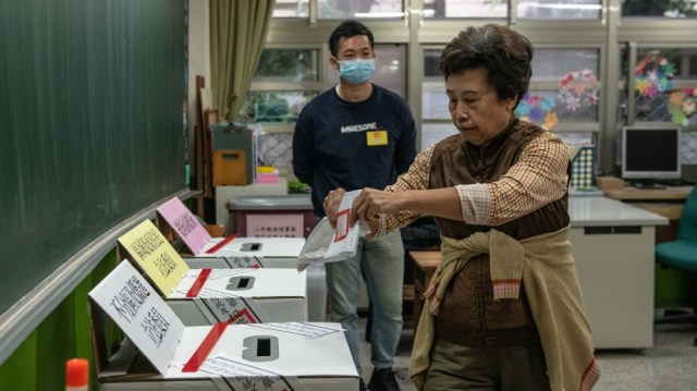 Taiwanese Vote During The Presidential Election