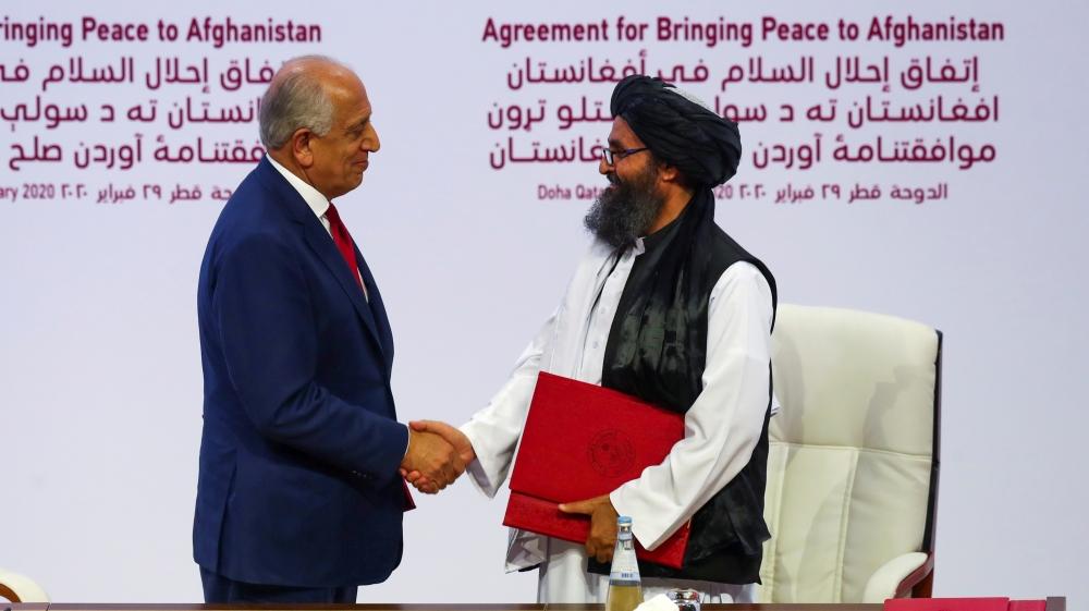 طالبان کے رہنما ملا عبدالغنی برادر اور امریکی سفیر افغانستان کے زلمے خلیل زاد