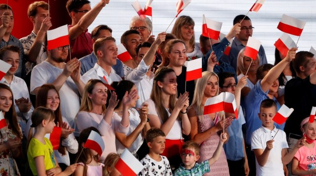 Supporters of Polish President and presidential candidate of the Law and Justice (PiS) party Andrzej Duda, wait for the announcement of the first exit poll results on the first round of presidential e