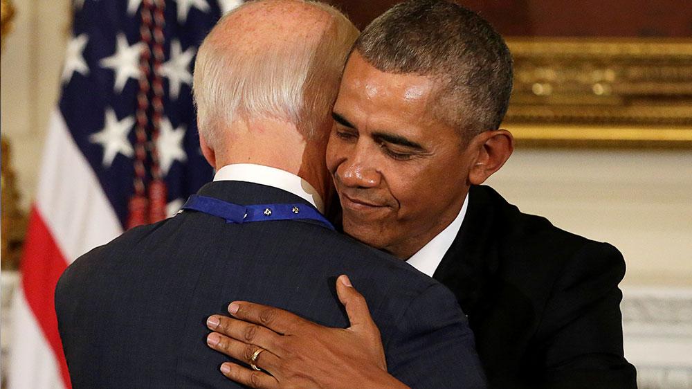 اوباما بائیڈن گلے مل گئے