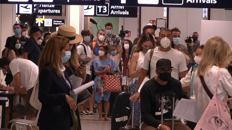 Passengers queue to take new coronavirus disease (COVID-19) tests at Rome's Fiumicino airport, Italy, August 16, 2020, in this still image taken from video. Aeroporti di Roma/Handout via REUTERS