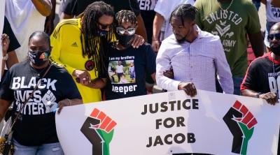 لیبٹرا وڈ مین اور جسٹن بلیک نے جیکب بلیک کا کیونوشا پر احتجاج کیا