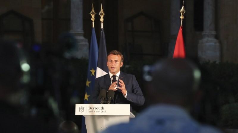 فرانسیسی صدر ایمانوئل میکرون 6 اگست ، 2020 کو جمعرات کو لبنان کے بیروت میں ایک پریس کانفرنس کے دوران اپنی تقریر کر رہے ہیں۔ دھماکے ، جس میں 130 سے زیادہ افراد ہلاک ، ہزاروں زخمی اور دسیوں دائیں