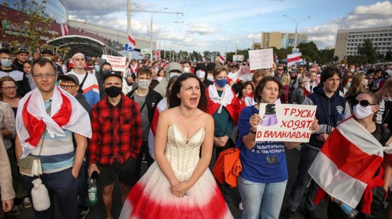 حزب اختلاف کے حامی مظاہروں کے بعد پولیس کی بربریت کے خلاف ریلی میں حصہ لے رہے ہیں