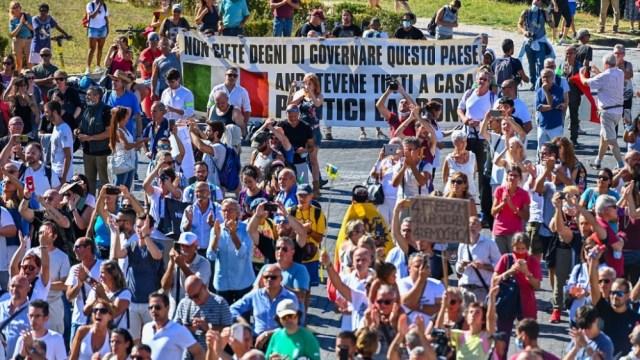 Italy coronavirus protest