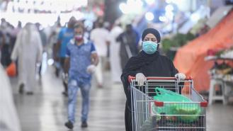 People in Kuwait wear masks to protect against COVID-19 while shopping for the holy month of Ramadan [Anadolu/Jaber Abdulkhaleg]