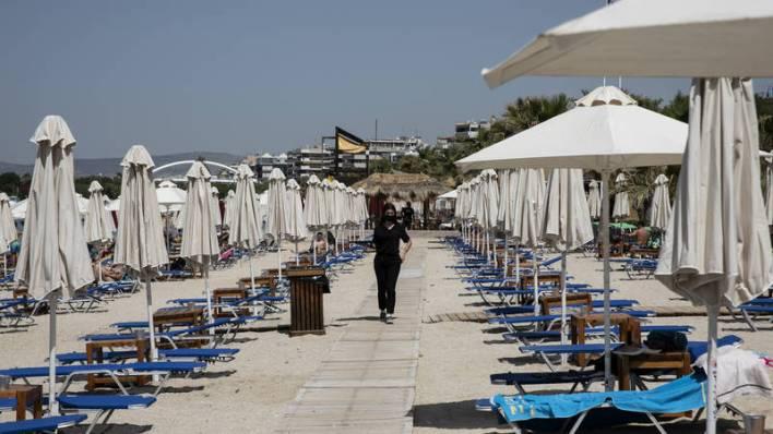 اليونان تعيد فتح شواطئها على أمل اجتذاب السائحين من جديد | صحيفة الخليج