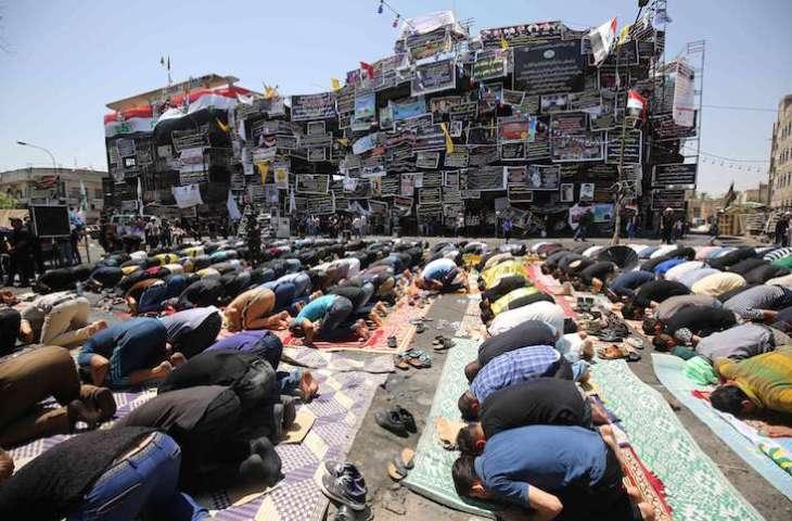 متظاهرون في بغداد يطالبون بتحقيق دولي في تفجير الكرادة