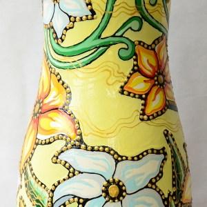 Vaza Pictata cu Flori de Liliac