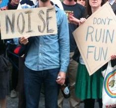 Demo gegen Lärmbeschwerden vor dem Schokoladen