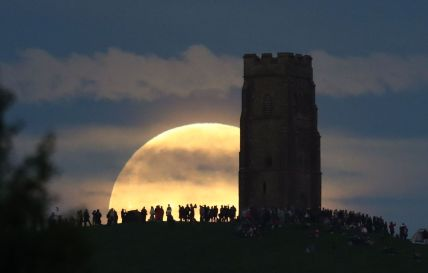 Strawberry moon on the Tor