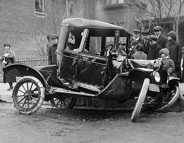 Auto accident in Toronto, Canada, 1918.