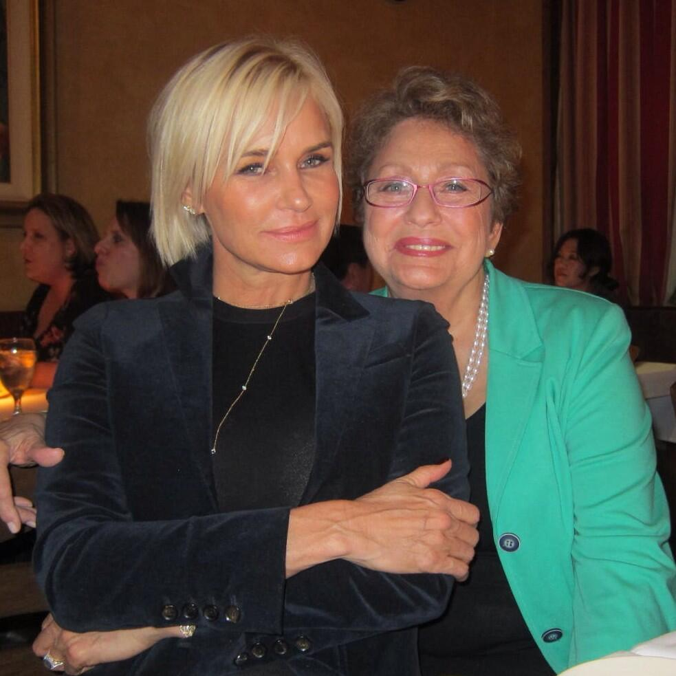 Love It Or Hate It Yolanda Foster Shows Off Her New Hair Do Chops