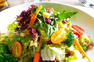 fresh salad/freedigitalphotos