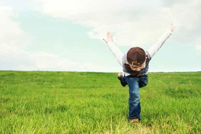 Kid playing in fresh air/pexel