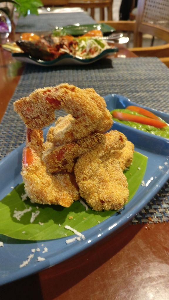 Semolina crusted prawns