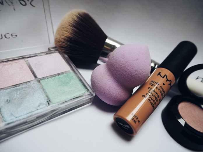 Cleaning makeup sponge