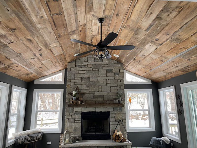 Reclaimed Wood. Shiplap Ceiling