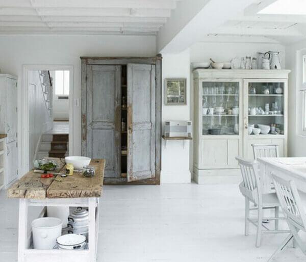 Old Door. Decor Ideas 1.1