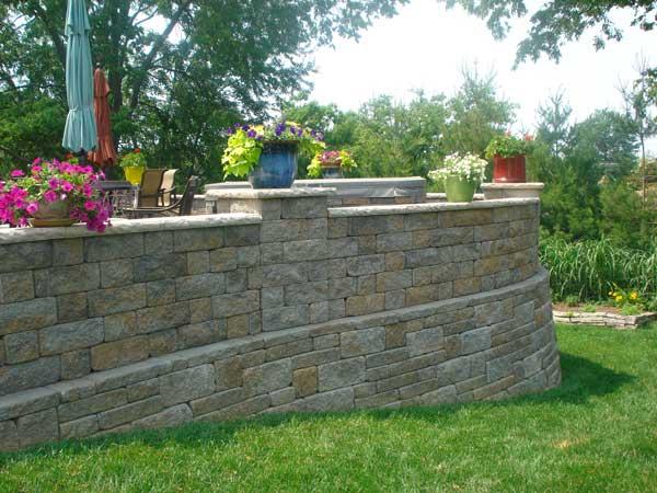 Raised Patio Design Ideas| Retaining Walls on Raised Patio Designs  id=95024