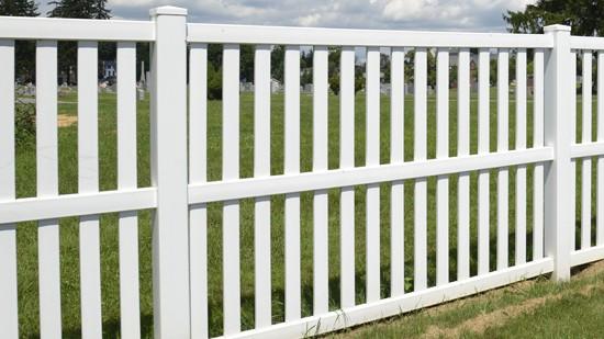 Clean Vinyl Fencing