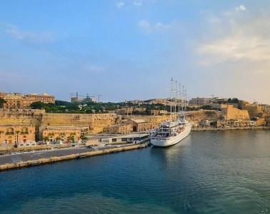 Panoramablick auf den Hafen und die Sehenswürdigkeiten von Valletta, der Hauptstadt von Malta.