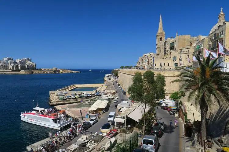 Der Blick von Valletta auf den Marsamxett Harbour und Sliema.