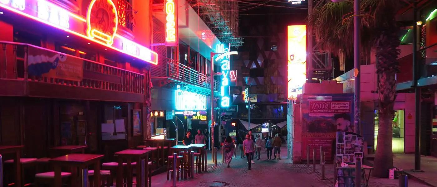 Das Partyviertel Paceville ist das Zentrum des Nachtlebens auf Malta. Viele Bars, Clubs und Lounges machen es zum wichtigsten Ort des Nightlife auf Malta.