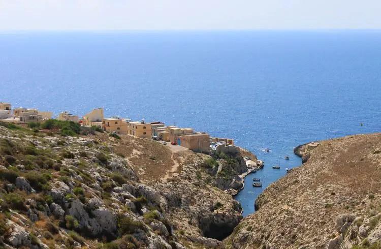 Siedlung an der Blauen Grotte, direkt am Meer mit Restaurants und Cafes