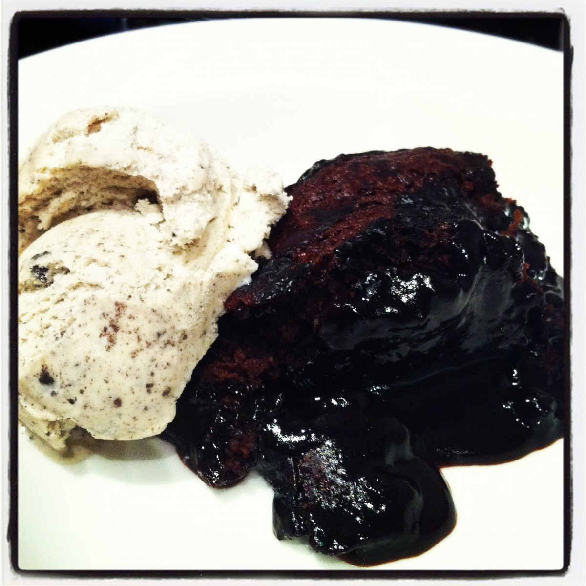Chocolate self-saucing pudding (aka chocolate sludge)