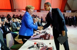 President Barack Obama shakes hands with German Chancellor Angela Merkel at the UN climate summit in Paris, November 30, 2015. Photo: Arnaud Bouissou/COP21 via Flickr