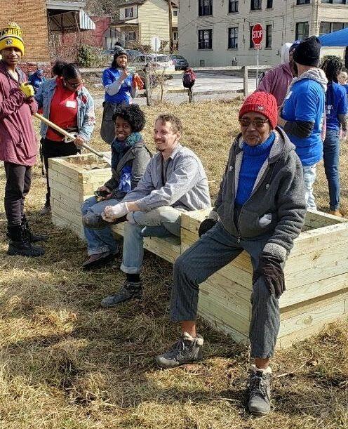 NaTisha Washington volunteers