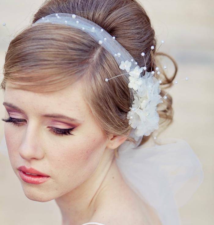 Brautfrisur Mit Blumenkranz Frisuren Mit Frischen Blumen 8